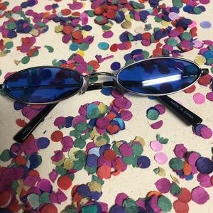 Accessories - Slim oval 90s inspired sunnies (blue lenses)
